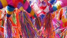 Вакцинація та еміграція: митці відтворили сучасні проблеми у кольорових піньятах