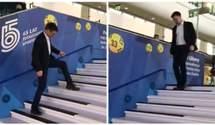 """На головному вокзалі Варшави встановили """"сходи-піаніно"""": оригінальне відео"""