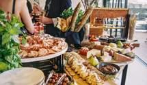 Сестра нареченого образилася через їжу на весіллі: люди її не зрозуміли