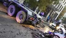 На Лук'янівці авто Getmancar влетіло у вантажівку: водій загинув миттєво