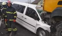 В Киеве произошло смертельное лобовое ДТП с грузовиком: тело погибшего вырезали из металла