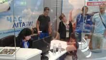 """Десятки туристов застряли в """"Жулянах"""": за день отменили три рейса"""