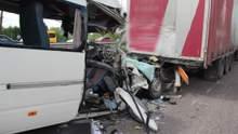 Смертельні ДТП на Житомирщині та Миколаївщині: Омелян назвав причину аварій