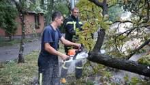 Потужна злива у Києві: у столиці борються із наслідками негоди, рух транспорту змінений