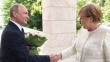 """""""Довго розмовляли наодинці"""": зустріч Меркель з Путіним завершилася"""