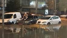 Київ у воді: у соцмережах публікують вражаючі наслідки нічної негоди