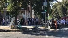 Тіла на тротуарах та калюжі крові: у Сумах трапилась моторошна аварія, відео 18+