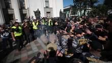 Власть не хочет коррупционную кормушку терять: Луценко о легализации иностранных добровольцев