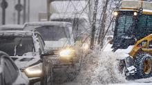 Затори і ДТП: як Київ зустрів перший снігопад сезону