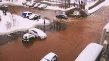 У Києві стався масштабний прорив труби: вулиці перетворились на озеро