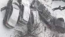 У Києві автомобіль скотився з гори і протаранив ще п'ять машин: промовисте відео