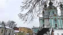 """В Андреевскую церковь бросили """"коктейль Молотова"""": что сейчас происходит под храмом"""