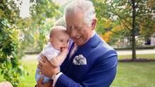 Дедушка Уэльский: принц Чарльз с маленьким Луи на руках украсил обложку журнала