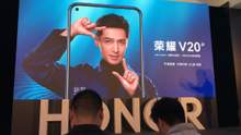 """Huawei повела закриту презентацію та представила Honor View20 з """"діркою"""" в екрані"""