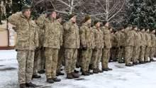 Украинские военнослужащие едут в Косово