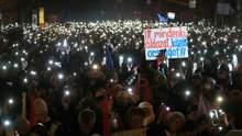 """""""Все, що я хочу на Різдво – це демократію"""": в Угорщині не вщухають антиурядові протести"""