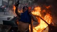 Протесты в Венесуэле: митингующие вступили в противостояние с полицией