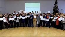 Обіцяв відрізати руку: працівники київської школи, де жорстоко побили вчителя, скликають мітинг