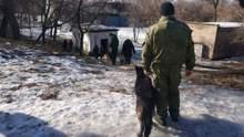 У центрі Донецька прогриміли три потужні вибухи: перші фото