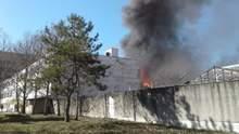 В оккупированном Симферополе произошел пожар на заводе пластмасс: фото, видео