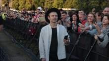Не имеем права опускать руки, – Вакарчук со сцены упомянул Донбасс и пленных моряков