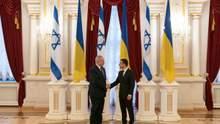 Жодної неповаги: у Зеленського та Нетаньяху пояснили скандальний інцидент із хлібом