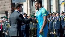 Двое украинских спортсменов получили награды от президента