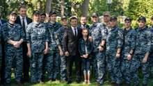 Звільнені моряки запросили Зеленського на свої весілля: зворушливе відео