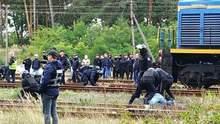 На Львовщине полиция жестко разогнала активистов, которые блокировали российский уголь: видео