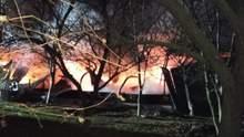 На Винничине горела военная часть, огонь уничтожил имущество на 10,5 миллионов гривен: фото