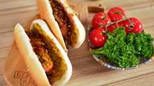 Осторожно, вкусно: рецепт хот-дога по-украински с горчицей и карамелизированным луком