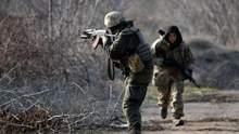 За сутки украинские защитники уничтожили двух боевиков и по меньшей мере двух ранили