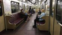 Відкриття метро у Києві: працівники не впустили першого пасажира