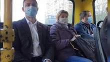"""Хто за проїзд платитиме: депутат Тищенко проїхався в маршрутці """"зайцем"""" – відео"""