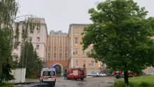 В Олександрівській лікарні Києва здійнялася пожежа: рятувальники евакуювали людей