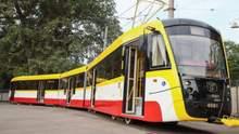 В Одессе коммунальщики окропили трамвай из ведра вместо дезинфекции: возмутительное видео