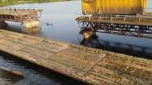 Звели переправу замість моста, який обвалився під час пресконференції Зеленського: відео