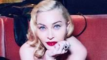 У прозорому бюстгальтері: Мадонна засвітила оголені груди у відвертому вбранні 18+
