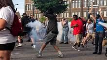 Смерть Джорджа Флойда: протести поширились на інші міста США – копів закидають камінням