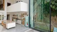 6 метров стекла: дом будущего с самыми большими дверями в мире – фото