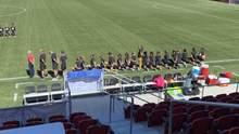 В США футболистки отказываются становиться на колено в поддержку темнокожих: фото