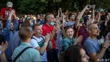 """Під час флешмобу у центрі Мінська співали пісню Цоя """"Перемен"""": діджеїв затримали – відео"""