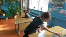 Должны ли дети убирать классы в школе: ответ юриста
