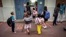 Школи в червоній зоні можуть працювати: уряд дозволив регіонам приймати таке рішення
