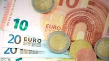 Курс валют на 22 жовтня: євро продовжує впевнено дорожчати, долар різко впав