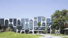 """""""Витканий"""" фасад: в Пекіні стару фабрику перетворили на величезний хаб високої моди – фото"""