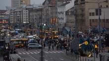 Участники протестов против ограничения абортов в Польше перекрыли улицы городов: видео