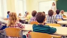 Еще один город начинает обучение в школах после каникул: детали