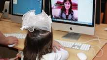 Фото перед комп'ютером та привиди на уроці: кумедні історії про те, як школярі навчаються вдома