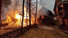 На Житомирщине огонь охватил гостинично-ресторанный комплекс: фото